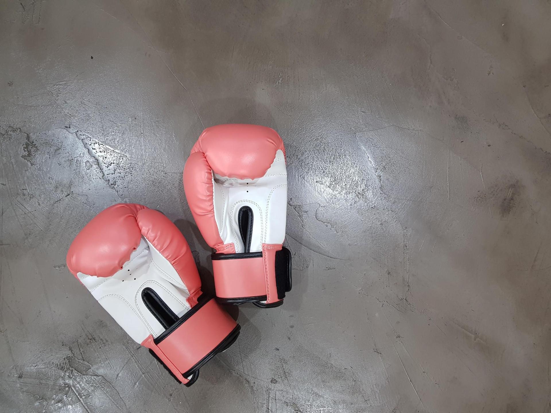 gants de boxe couleur saumon